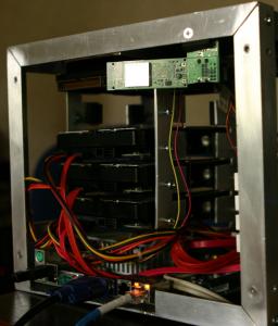 Montuojami HDD, bendras vaizdas iš šono