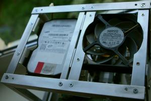 Pradėta montuoti - HDD + ventiliatorius